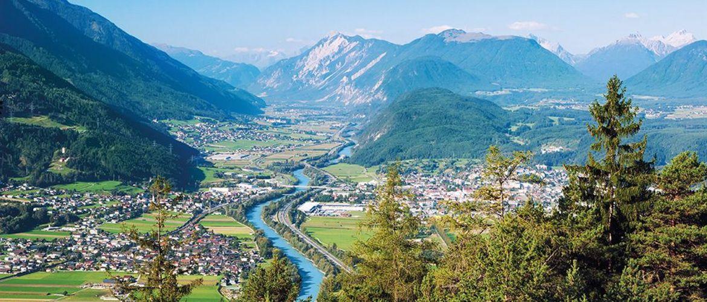 Inn Fluss Staedte Nord Tirol iStock610865252 web