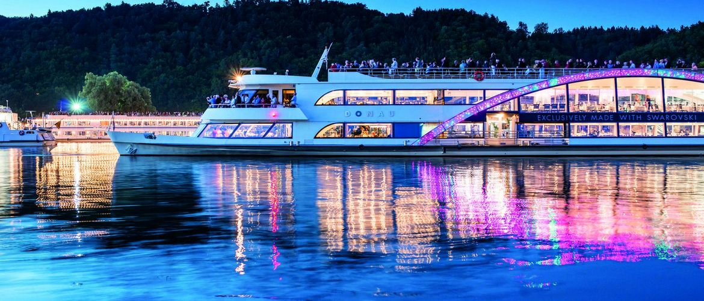 Kristallschiff WurmuKo ck Aussen Abend FlorianWeichselbaumer cmyk